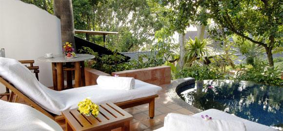Отель Mom Tris Villa Royale Phuket