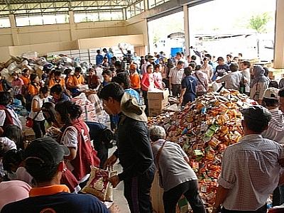 Жители Пхукета собрали гуманитарную помощь