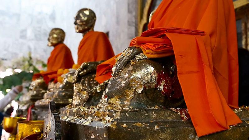 храм чалонг - фото, монахи
